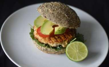 Burger saumon, quinoa, kale