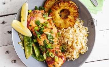Saumon en papillote aux saveurs Thaï, ananas grillées et pois gourmands