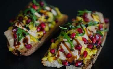 Tartines gourmandes foie gras, mangue, gingembre et grenade