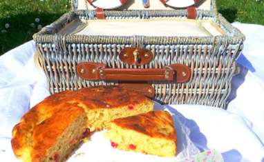 Gâteau rhubarbe et cerises confites