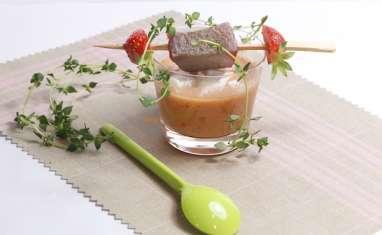 Gaspacho à la fraise pastèque et thon mi-cuit