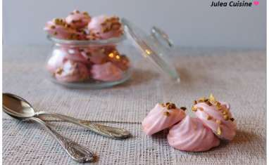 Meringues à l'eau de rose et à la pistache