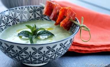 Soupe froide de courgettes au fromage frais et à la menthe