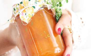 Confiture maison d'abricots, thym et fleur d'oranger
