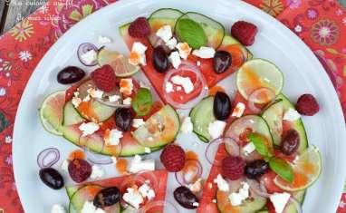Pizza-pastèque au concombre, feta, olives, citron vert et framboises