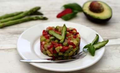 Tartare d'asperges vertes, fraises et avocat