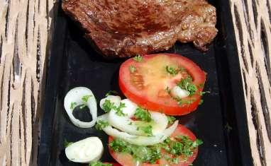 Hampe grillée, ensalada chilena