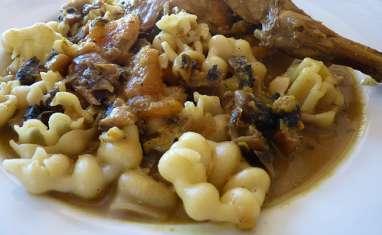 Lapin mijoté à la pâte de curry et aux fruits secs