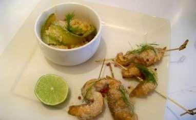 Brochettes de saumon à la citronnelle et aux baies roses