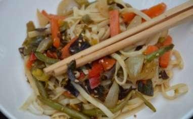 Nouilles japonaises sautées aux petits légumes