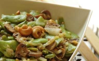 Wok d'haricots plats, champignons aux noix de cajou