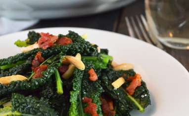 Chou Kale, bacon, érable et amandes grillées