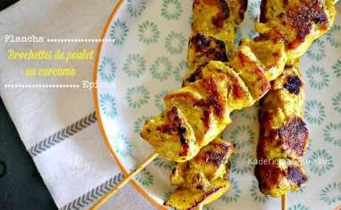 Brochettes de poulet mariné au curcuma à la plancha