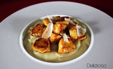 Purée de chou fleur au parmesan et bouchée de poulet aux épices