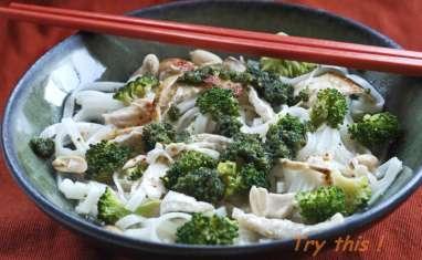 Nouilles de riz, poulet et pesto de coriandre