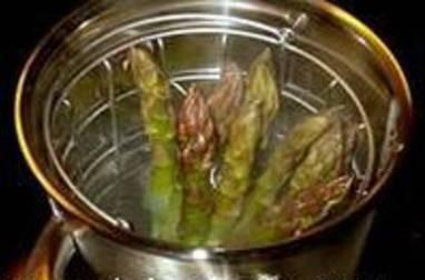 Cuire des asperges à la vapeur