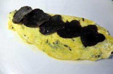 Vidéo : omelette roulée à la truffe noire