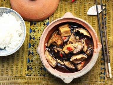 Shiitakes et tofu mijotés à la sauce soja