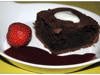 Moelleux au chocolat fondant et coulis de framboise