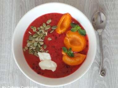 Smoothie bowl prunes, nectarines et cerises