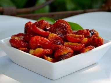 La tomate cerise se déguste le plus souvent crue, à l'apéritif ou en salade