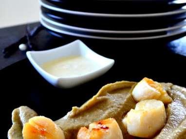 Noix de Saint Jacques sur caviar d'aubergines sauce vanille