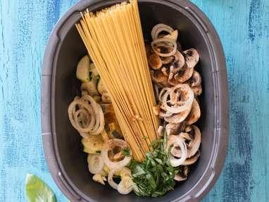 One pot pasta courgettes, champignons, mozzarella