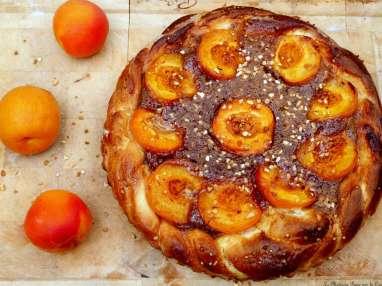 Tarte briochée aux abricots et praliné