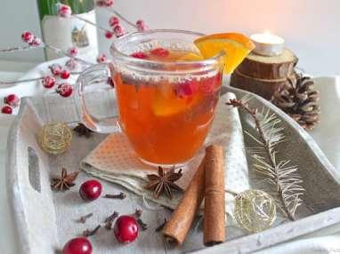 Vin blanc chaud épicé de Noël