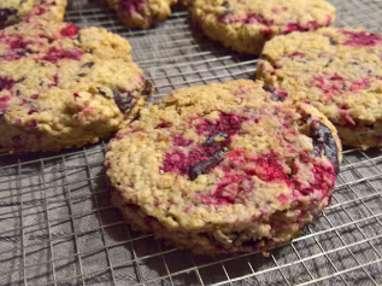 Cookies très moelleux au flocon d'avoine, framboise et chocolat.