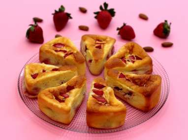 Gâteau aux yaourts, amandes et fraises