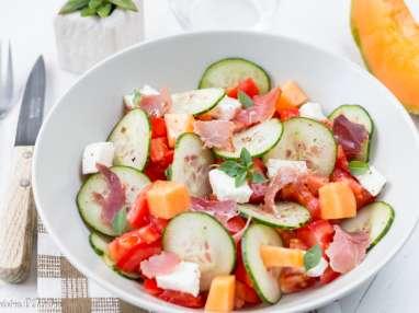 Salade de concombre, tomate, melon, et mozzarella