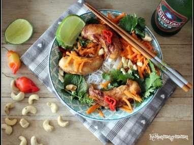 Bowl noodles et poulet grillé caramélisé inspiration vietnam