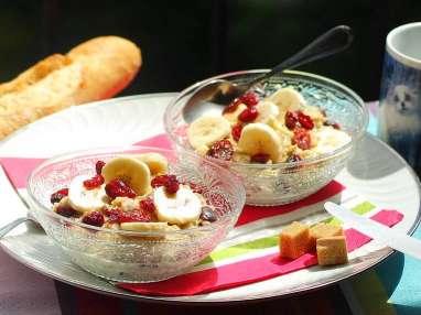 Porridge aux flocons d'avoine, banane et cranberries