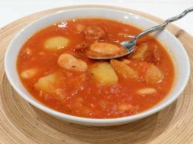 Soupe de pommes de terre aux haricots et chorizo
