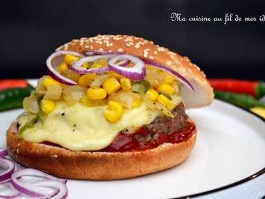 Burgers à la mexicaine, salsa d'oignons, maïs et piments...