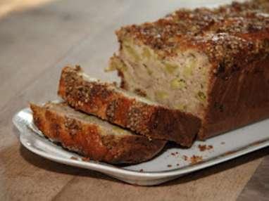 Cake rustique à la rhubarbe, aux fleurs d'acacias & au sésame