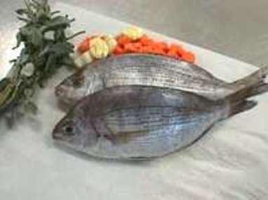 Griller un poisson entier