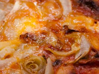 Pizza aux champignons, au chèvre et aux endives