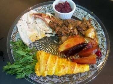 Rôti de dinde lardé, ail confit et légumes d'automne