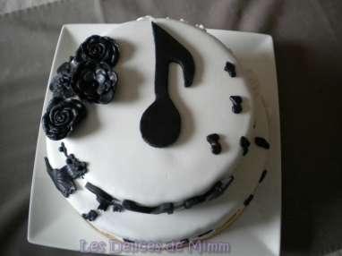 Gâteau Notes de Musique en noir et blanc en pâte à sucre