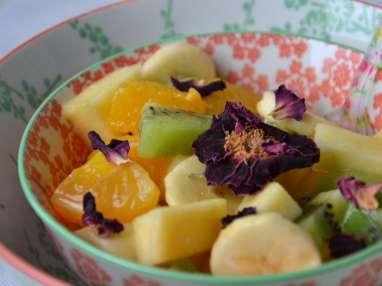 Salade de fruits d'hiver à l'hibiscus et à la rose