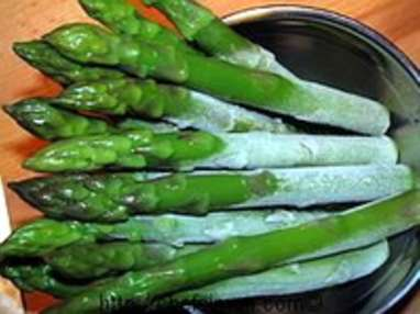 Eplucher et cuire des asperges vertes surgelées - Etape 2
