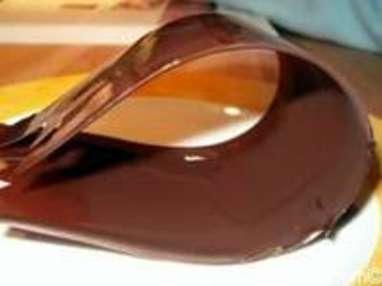 rubans en chocolat comment faire des rubans en chocolat recette par chef simon. Black Bedroom Furniture Sets. Home Design Ideas