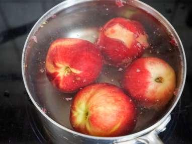 Pocher des fruits au sirop - Etape 1