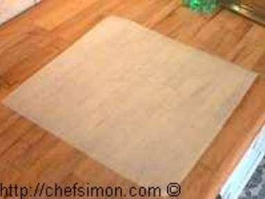 Découper un disque de papier sulfurisé - Etape 1