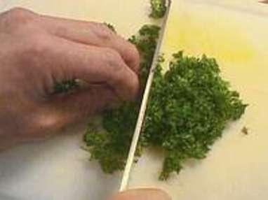 Hacher le persil au couteau - Etape 3