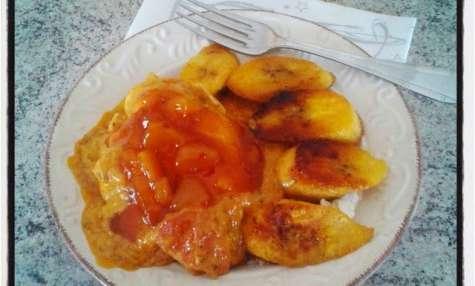 Curry de poulet korma aux bananes plantain et chutney de mangue