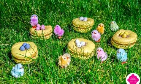 Macarons en forme de nids pour Pâques
