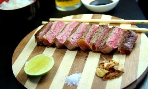 Entrecôte de boeuf d'Argentine servi à la façon Japonaise